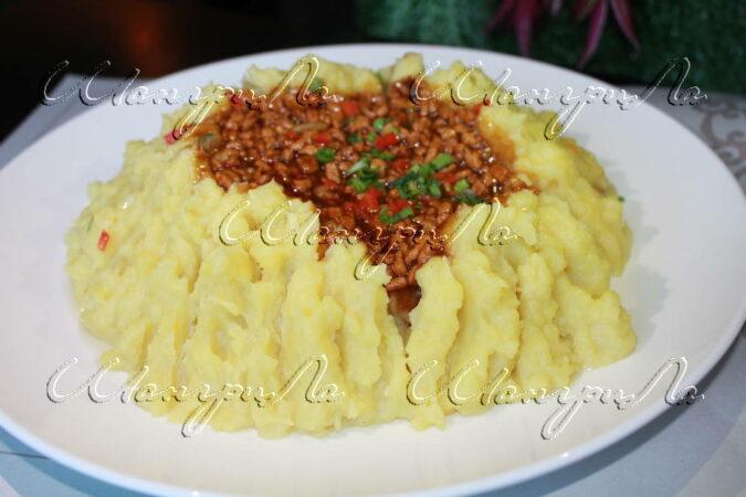 картофельное-пюре-со-свининой-по-восточному